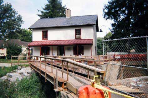Locktender's House and temporary pedestrian crossing bridge going over the canal near Lock 11